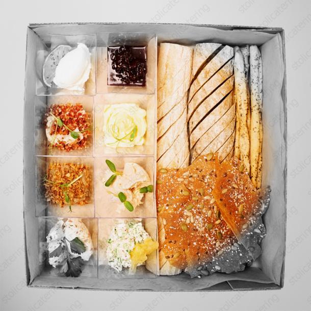 Сет муссов и паштетов с хлебом и чипсами