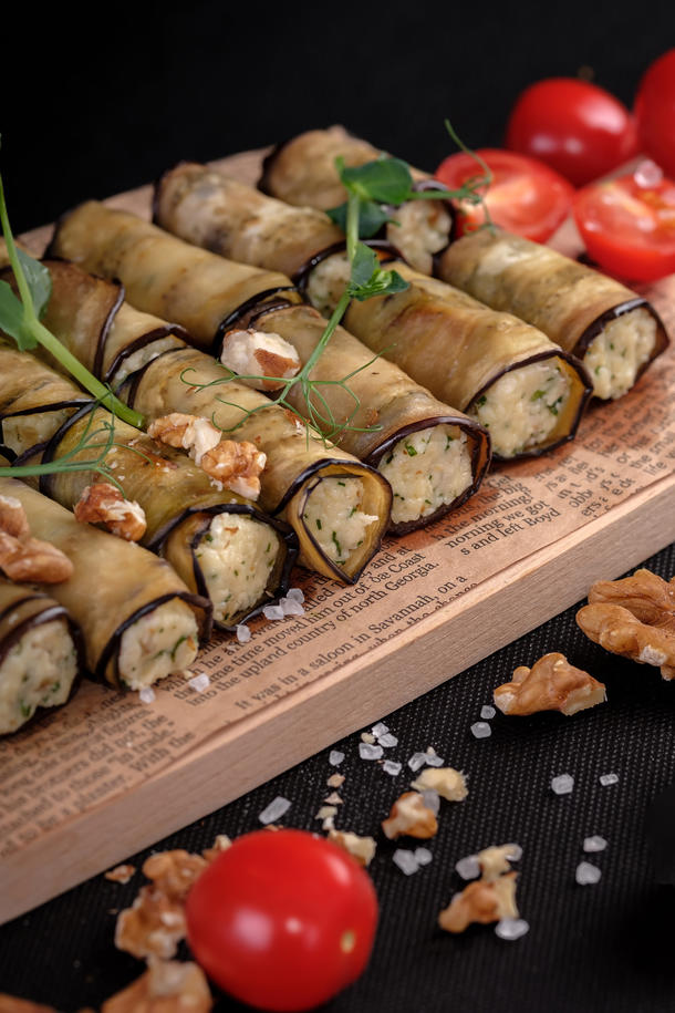 Рулетики из баклажан с ореховой начинкой и кинзой