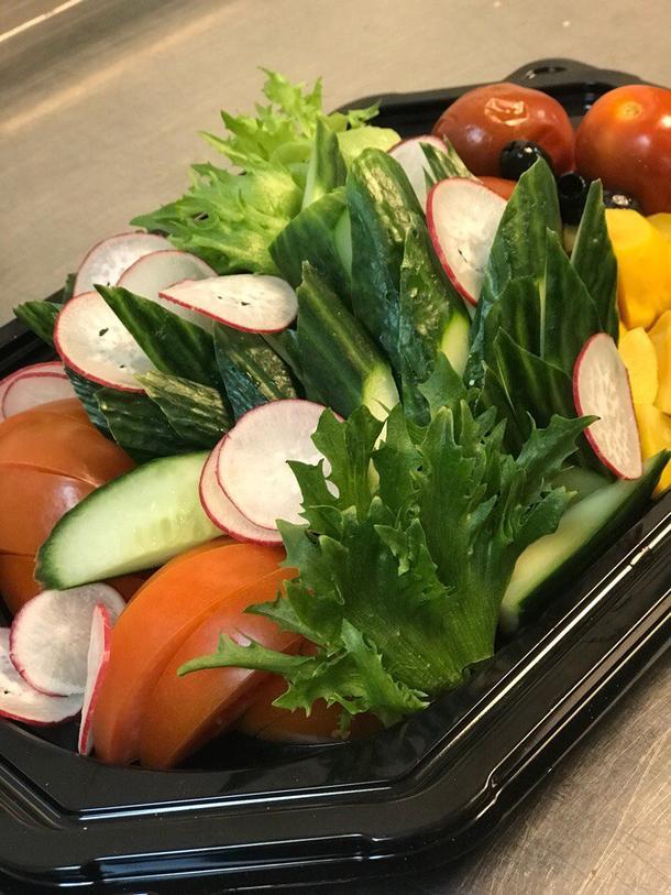БАНКЕТНЫЙ СЕТ №16: Ассорти из свежих и маринованных овощей