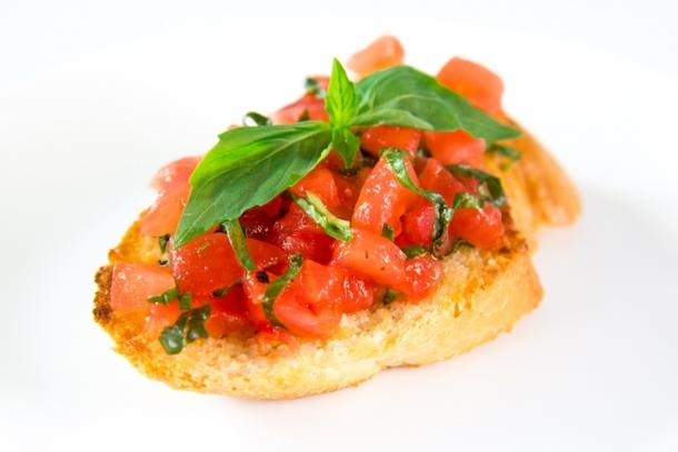 Брускетта с конкассе из томатов и пряного сыра (5шт)