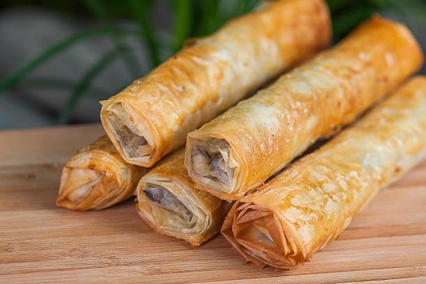 Каннеллони с курицей, шпинатом и сыром