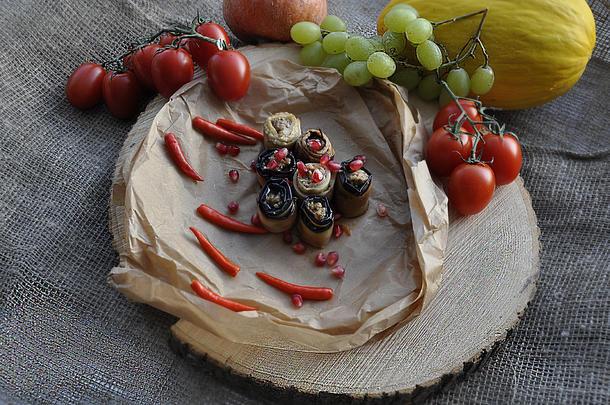 Рулетики из баклажан с орехами по-грузински