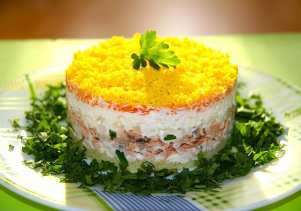 Салат Мимоза с тунцом (банкет)