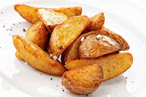 Картофель запеченный со специями и чесноком